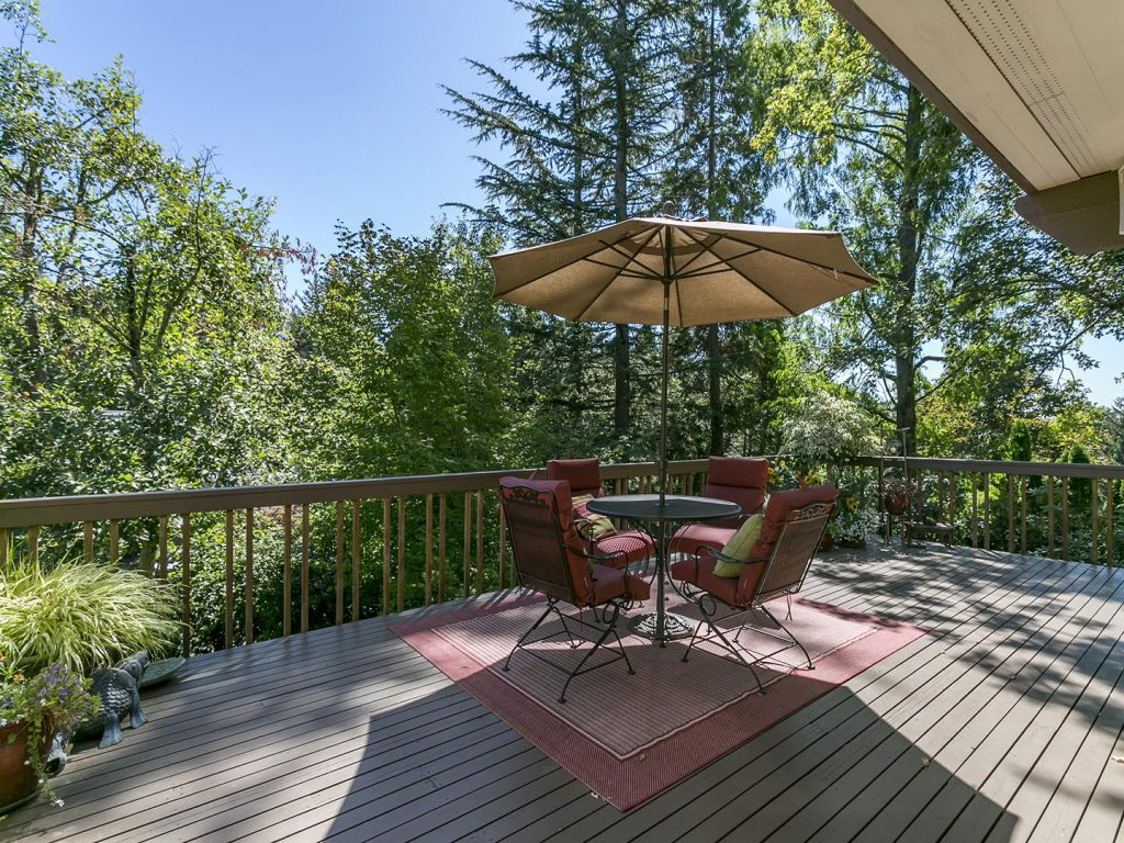 Large Entertainers Deck
