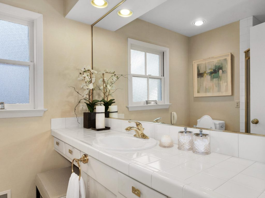 7695 SW Brentwood St Portland-MLS_Size-019-19-Master Bath-1920x1440-72dpi