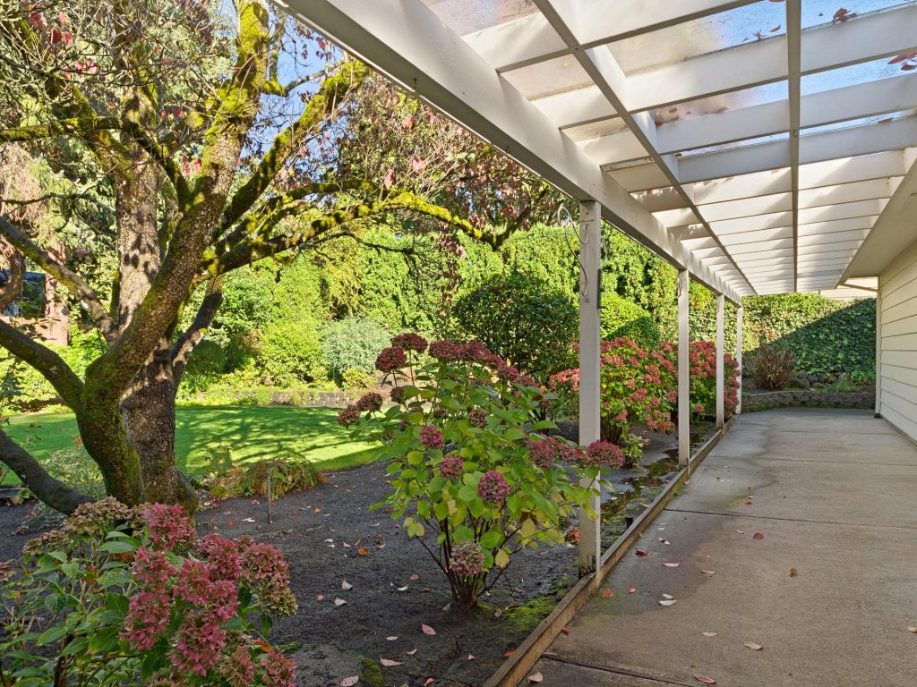 7695 SW Brentwood St Portland-MLS_Size-024-16-Covered Patio-1920x1440-72dpi
