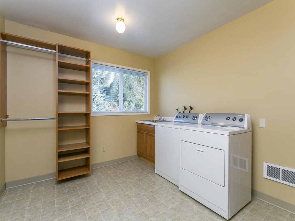 Oversized laundry room