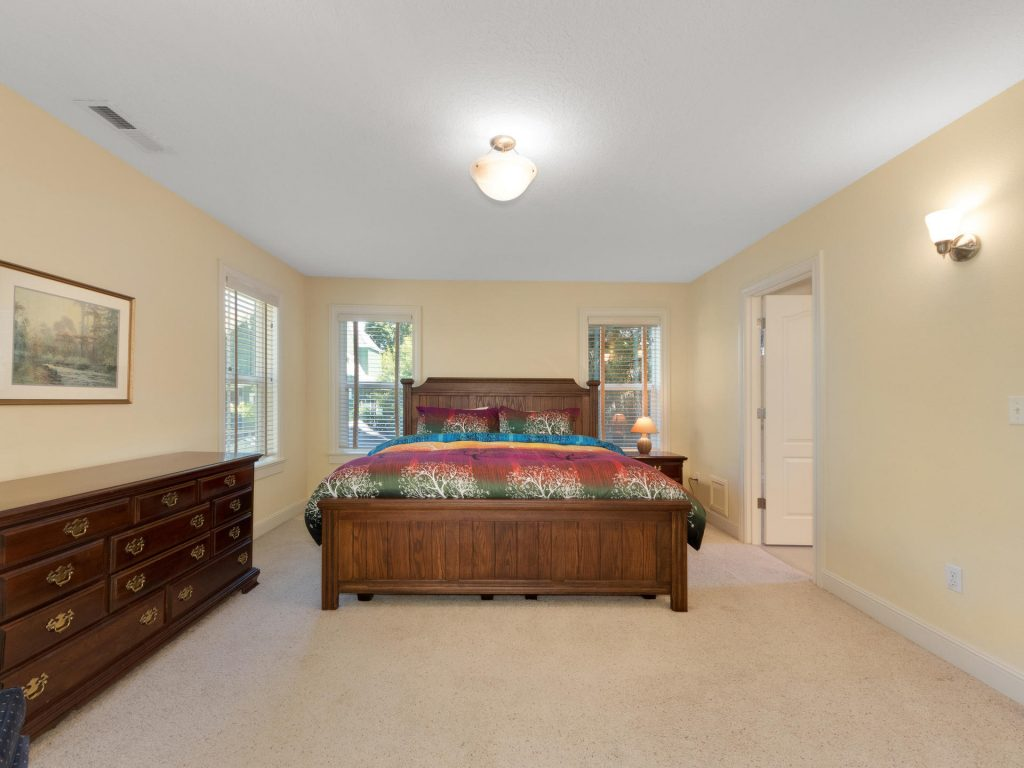 8729 N Willamette Blvd-010-3-IMG 0545-MLS_Size