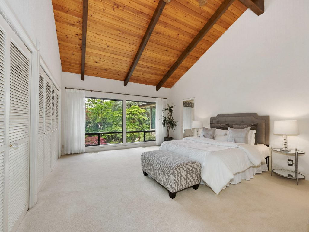 2530 SW Scenic Dr Portland OR-MLS_Size-016-4-Master Suite-1920x1440-72dpi