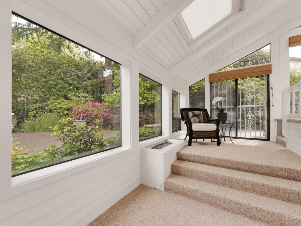 2530 SW Scenic Dr Portland OR-MLS_Size-019-21-Sunroom-1920x1440-72dpi