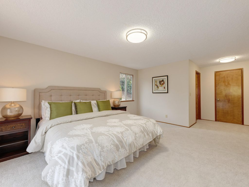 7425 SW Canyon Dr Portland OR-012-12-Master Bedroom-MLS_Size