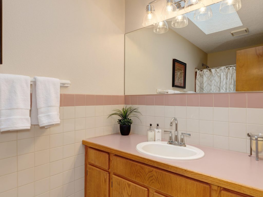 7425 SW Canyon Dr Portland OR-018-2-Main Bath-MLS_Size