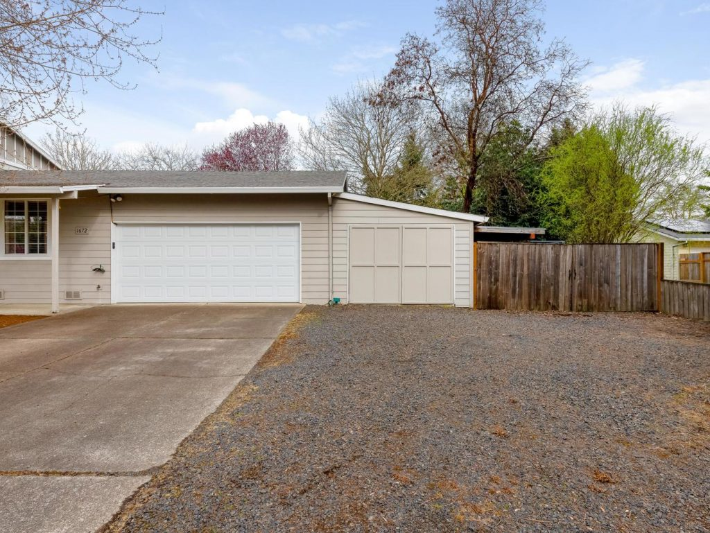 1672 NE 12th Ave Hillsboro OR-large-029-22-Extra Parking-1331x1000-72dpi