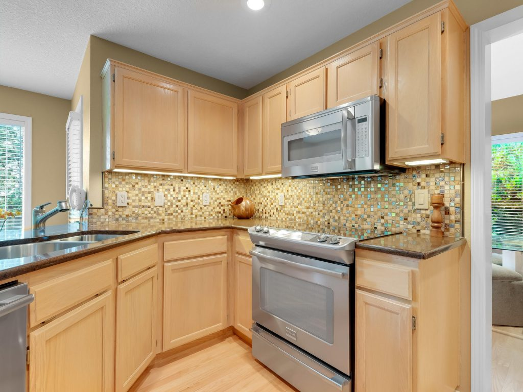 7437 SW 32nd Ave Portland OR-013-028-Kitchen-MLS_Size