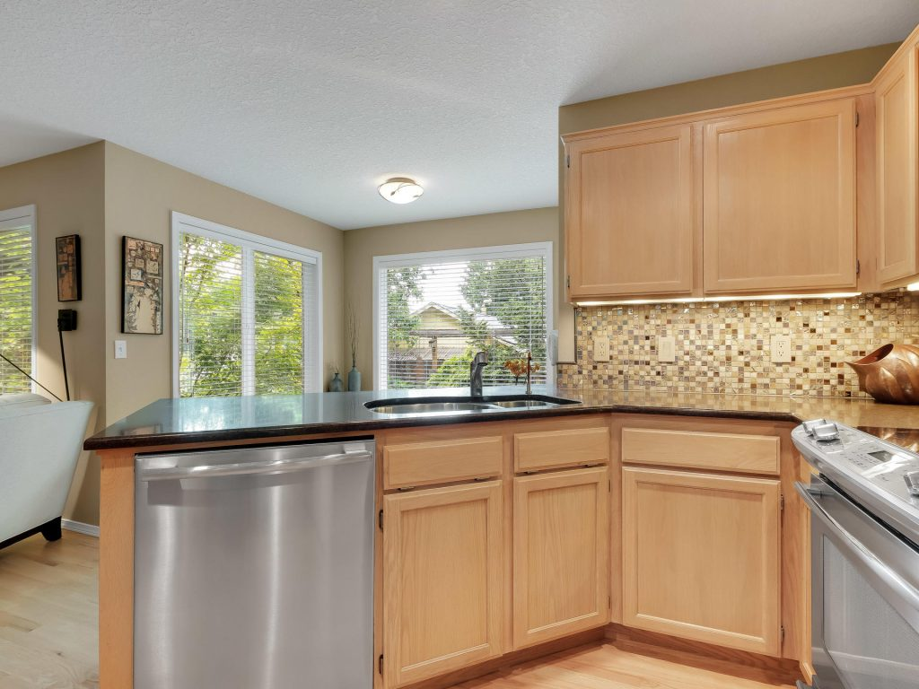 7437 SW 32nd Ave Portland OR-014-016-Kitchen-MLS_Size