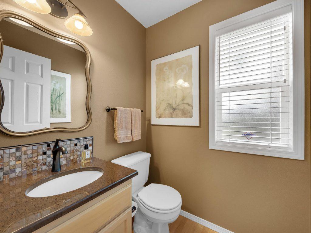 7437 SW 32nd Ave Portland OR-020-033-Powder Bath-MLS_Size