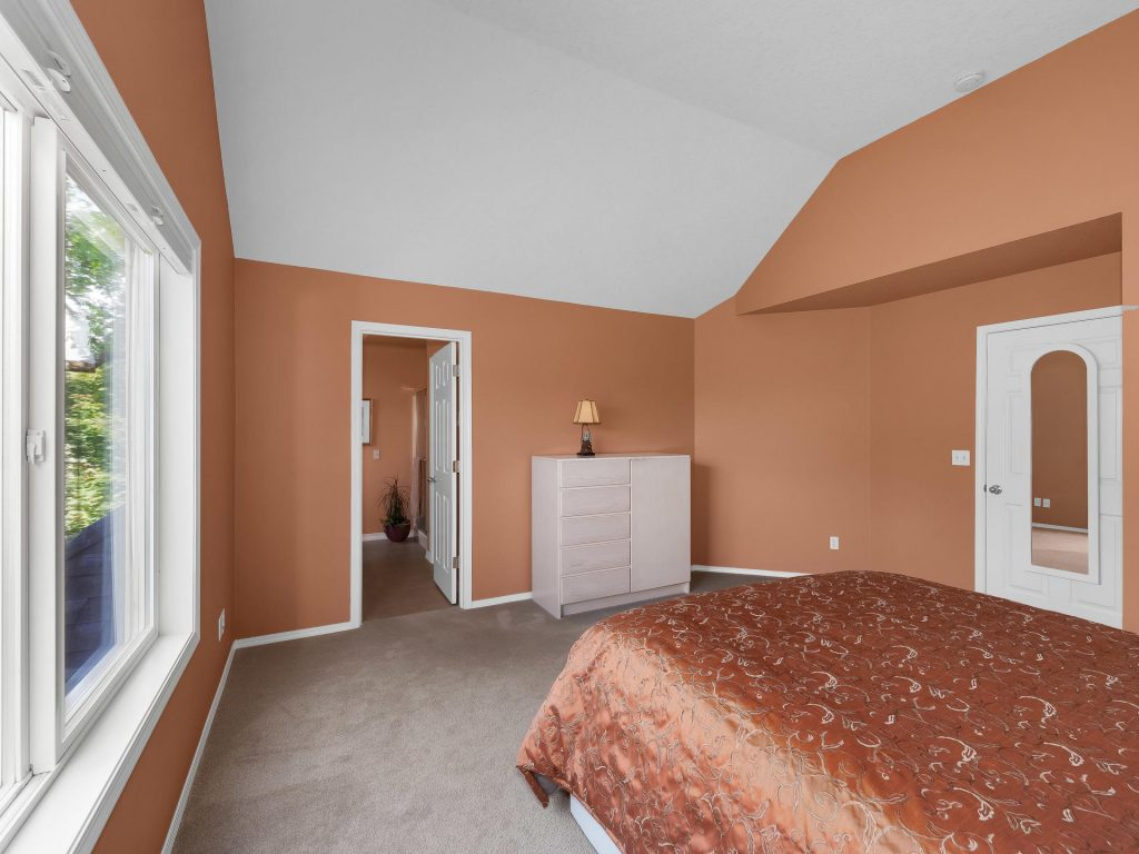 7437 SW 32nd Ave Portland OR-022-021-Master Suite-MLS_Size