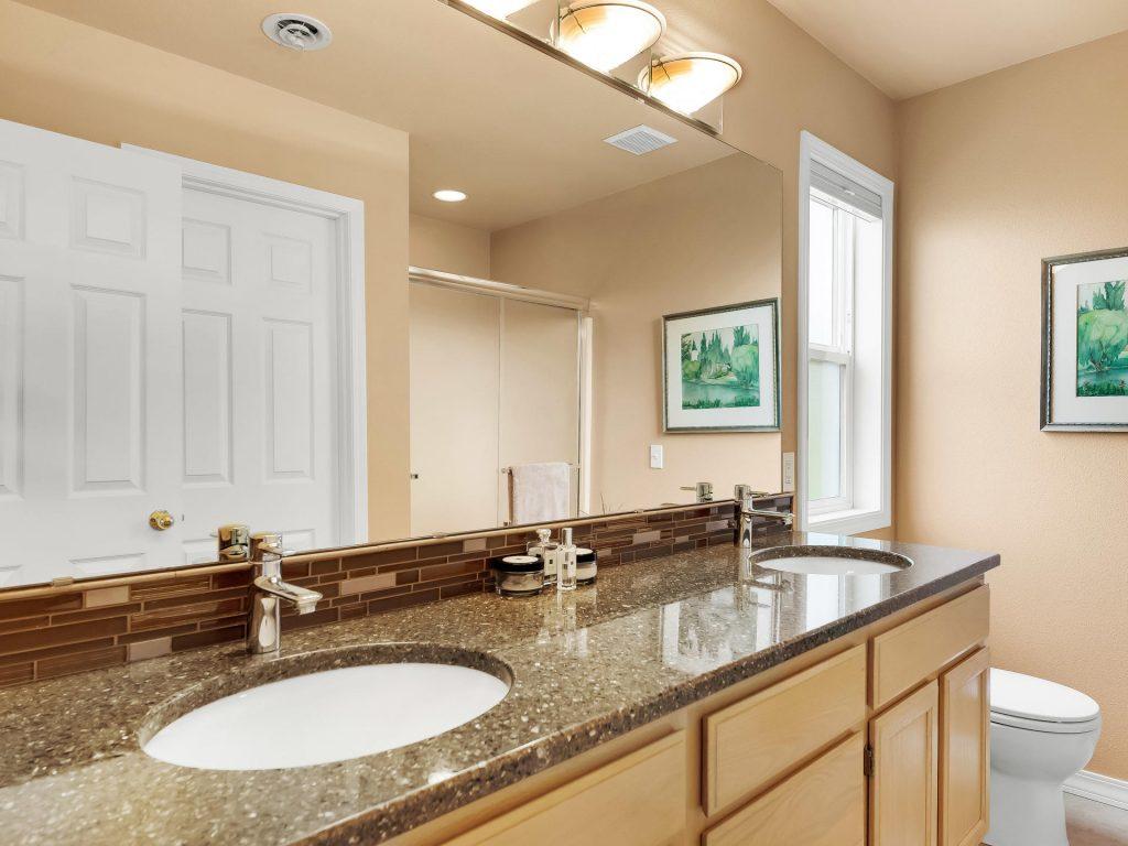 7437 SW 32nd Ave Portland OR-023-017-Master Bath-MLS_Size