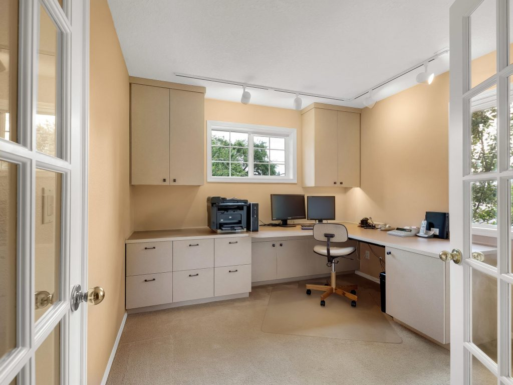 7437 SW 32nd Ave Portland OR-025-030-Office-MLS_Size