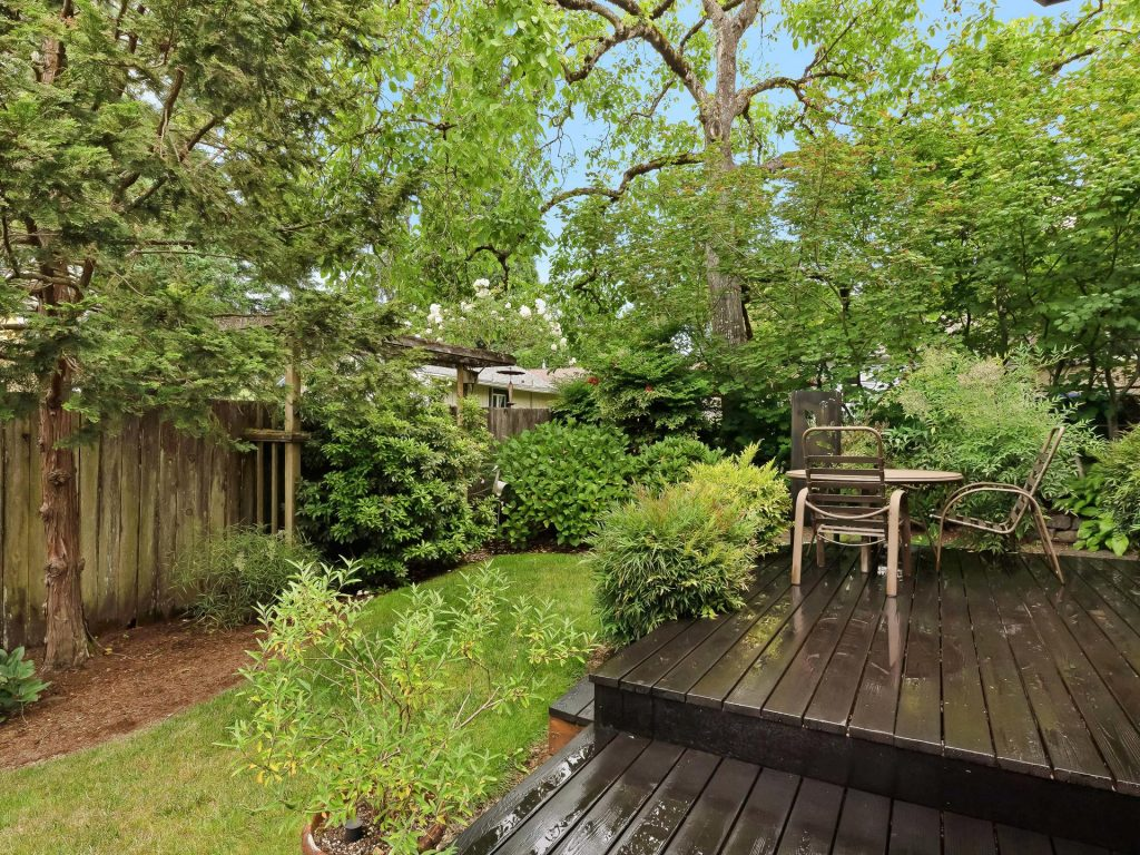7437 SW 32nd Ave Portland OR-030-029-Deck and Yard-MLS_Size