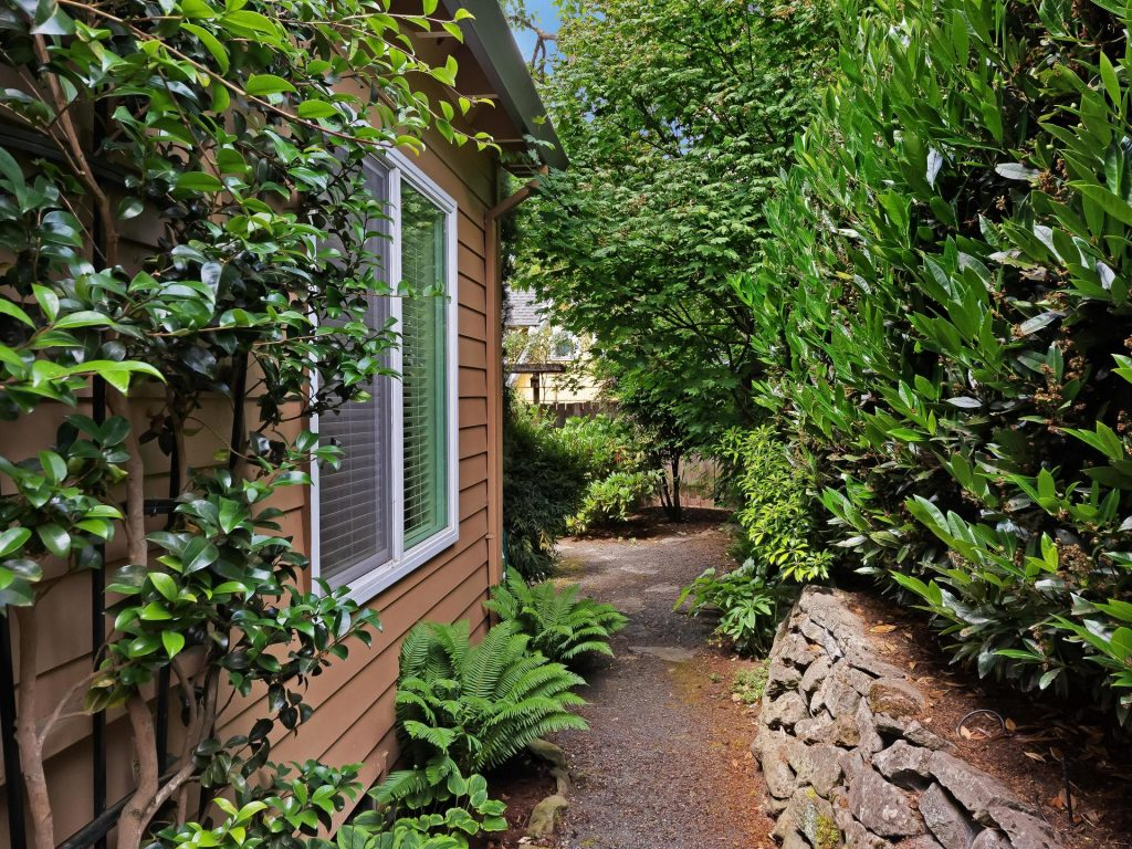 7437 SW 32nd Ave Portland OR-034-012-Garden Path-MLS_Size